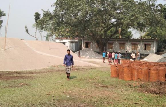 বীরগঞ্জে বিদ্যালয়ের মাঠে পাথর-বালির স্তুপ রাখায় কোমলমতি শিক্ষার্থীরা খেলা-ধুলা থেকে বঞ্চিত