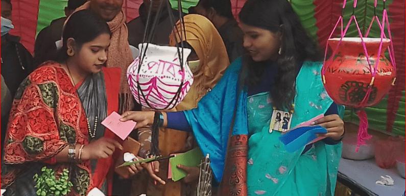 রানীশংকৈলে জমজমাট একদিন ব্যাপি পিঠা উৎসব মেলা