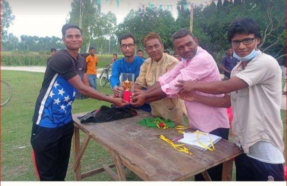 বালিয়াডাঙ্গীতে প্রয়াত স্কুল শিক্ষকের স্মরণে ক্রিকেট টুর্নামেন্ট অনুষ্ঠিত